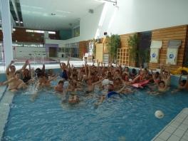 Le groupe à la piscine de Chateaugiron